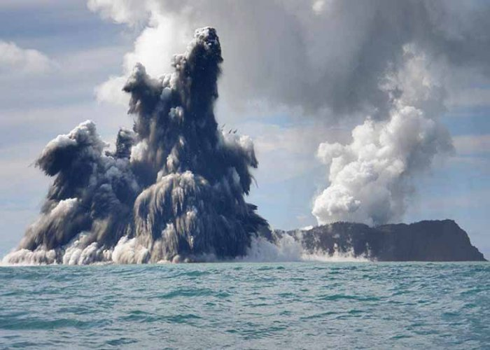 NUKU'ALOFA, TONGA - MARCH 18:  An undersea volcano is seen erupting off the coast of Tonga, sending plumes of steam, ash and smoke up to 100 metres into the air, on March 18, 2009 off the coast of Nuku'Alofa, Tonga. The volcano, which is situated approximately 6 miles off of the main Tongan island of Tongatapu, is one of around 36 undersea volcanos clustered in the area. There is currently no danger to residents of the island as the gases are blown offshore, and residents noted the eruptions began  on Monday after a series of sharp earthquakes were felt in the capital. (Photo by Dana Stephenson//Getty Images)